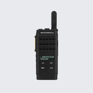 The MOTOTRBO SL3500e radio is stylish and discreet. It blends seamlessly with professional attire.